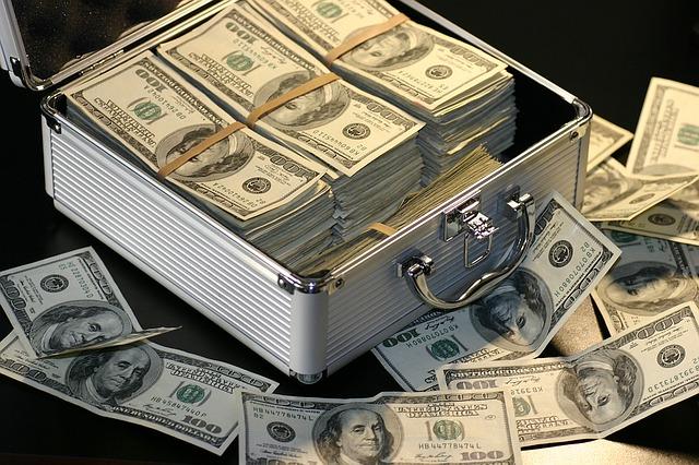 דולרים בקופסא לצורך חסכון